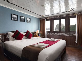 SMALL OVERNIGHT CRUISE TO VISIT HALONG BAY  (2 DAYS 1 NIGHT)