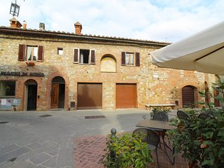 3 bedroom Apartment in Montefollonico, Tuscany, Italy : ref 5683978