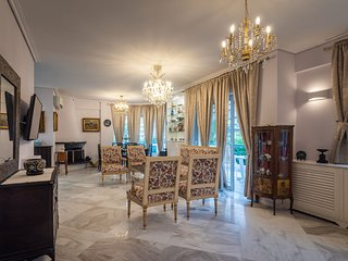 A beautiful  vintage apartment in  Glyfada
