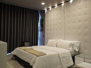 Bronce 4 Bedroom Jacuzzi Parque Lleras Apartment