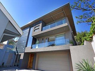 Modern 4 bed villa with sea views