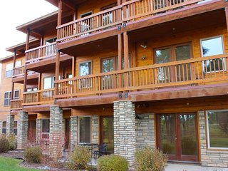 NEW LISTING! Dog-friendly condo w/shared hot tub & balcony - near ntl forests