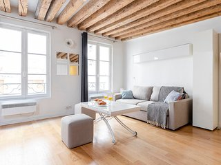 29. LOVELY STUDIO IN THE HEART OF SAINT GERMAIN DES PRES!