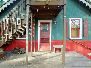NEW LISTING! Vintage cabin w/deck, firepit, near trails/Payette Lake - dogs OK