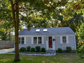 Immaculate two bedroom home only 1 mile to West Dennis Beach!