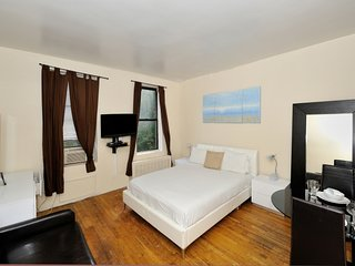 Cozy Studio Apt at UES near Central Park (8240)