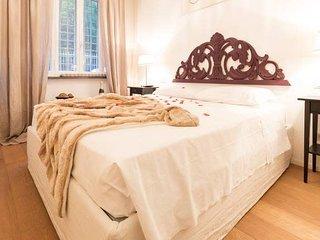Stylish Vintage Home In Trastevere!