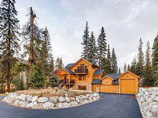 5BR/5.5BA w/ Hot Tub, Game Room, Home Theater & Fitness Center - Near Slopes