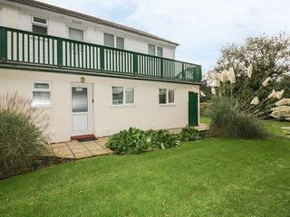 7 BRIGHTLAND APARTMENTS, open-plan, communal garden, in Bude
