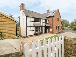 ORCHARD VIEW, traditional cottage with views, near Pembridge
