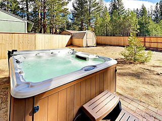 10 Minutes to Lake, Trails & Heavenly Slopes! 4BR w/ Private Hot Tub