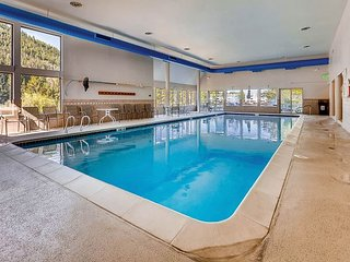 Remodeled 2BR Decatur Condo w/ Indoor Pool, Hot Tub, Sauna & Mountain View
