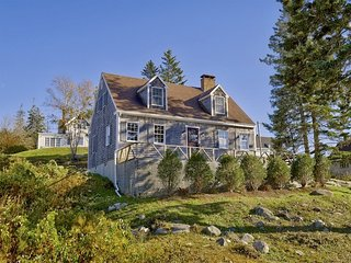 Newly renovated house overlooking Port Clyde Harbor - walk to the village, light