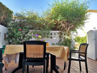 Casa Miel near the beach, terrace, WiFi,satellite TV, airco, dishwasher, parking