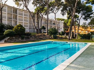 1 bedroom Apartment with Pool and Walk to Beach & Shops - 5246933