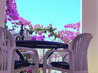 Holiday two bedroom app EAST,100 m beach, fantastic location!
