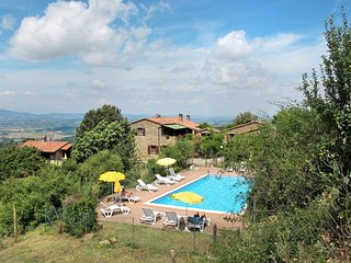2 bedroom Apartment in Paciano, Umbria, Italy : ref 5447855