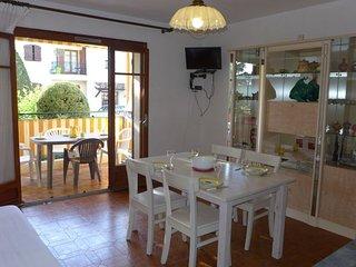 2 bedroom Apartment in Les Lecques, Provence-Alpes-Côte d'Azur, France : ref 505