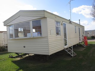 6 Berth caravan at the Lees Holiday park. In Hunstanton. *Pets Allowed REF 13001
