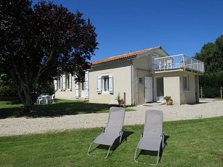 2 bedroom Villa in Port-de-By, Nouvelle-Aquitaine, France : ref 5445003