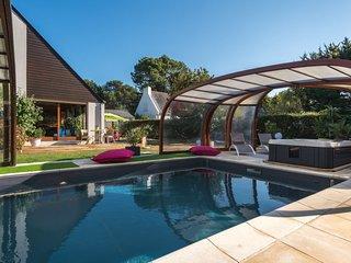Carnac Holiday Home Sleeps 8 with Pool and Free WiFi - 5802168