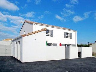 2 bedroom Villa in La Tranche-sur-Mer, Pays de la Loire, France : ref 5448159