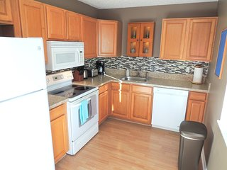 Modern Newly Remodeled House, 15 min from Ocean