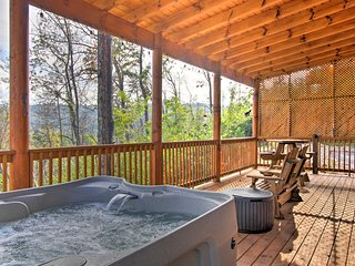 Luxurious Gatlinburg Cabin w/ Hot Tub & Deck!