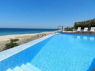 VILLA BIARRITZ. Villa de Lujo con piscina infinita. Salida privada a la playa.