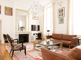 89. BEAUTIFUL 2BR IN THE HEART OF PARIS - BY OPERA AND THE LOVURE!