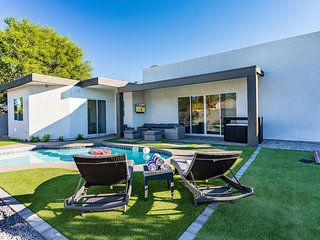 High End Luxury Minutes from Oldtown Scottsdale
