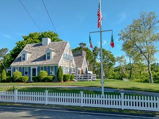 Five bedroom Captain's Home just .4 miles to West Dennis Beach
