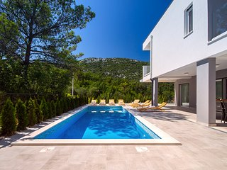 Villa TELA with heated pool & whirlpool, sauna, 4 bedrooms, 10 persons max