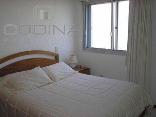 Apartamento en torre Scorpio, todos los servicios, sobre playa brava. REF:243