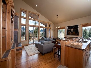 Luxury Ski In/Out townhome on Creek - Views - End Unit - Closest to slopes
