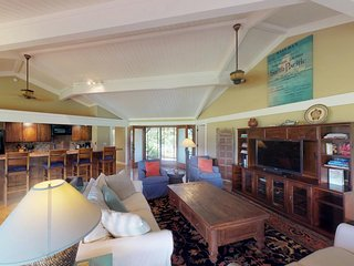 NEW LISTING! Golf course-front home w/lanai, hot tub & ocean view-walk to beach