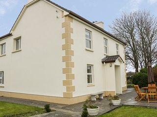 TIGH DARBY, detached, near seaside village, off road parking, garden, in