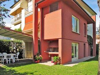 4 bedroom Villa in Lido di Camaiore, Tuscany, Italy : ref 5447700