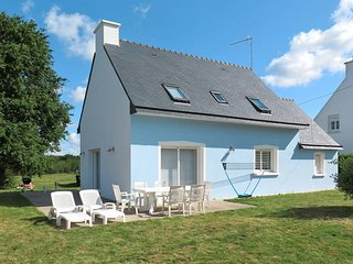 3 bedroom Villa in Tregunc, Brittany, France : ref 5438421
