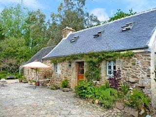 2 bedroom Villa in Saint-Jean-du-Doigt, Brittany, France : ref 5438391