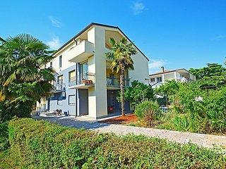 Dani 3 cozy new apartment in Umag, top position near sandy beach, free Wifi, BBQ