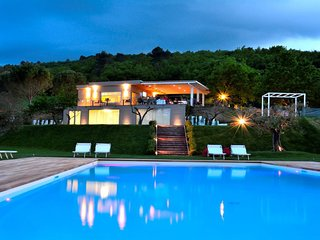 Detached Villa, Restaurant/Lounge Bar, Lake, Pool, WiFi, Spoleto centre - 5 kms