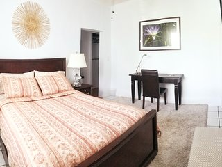 Peaceful & Comfy Queen Bed/Bath Inside w/parking