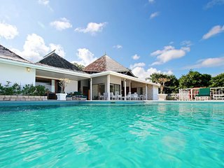 Magnificent 4-Bedroom Estate Villa,  Sleeps 10