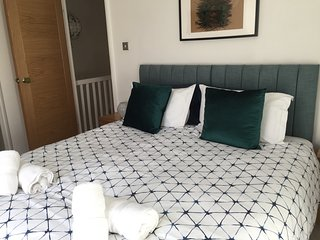City Centre Luxury at Morford Townhouse with Parking On Site. Sleeps 6/10