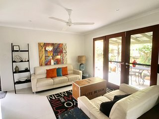 Buderim Pet -Friendly Townhouse, Relax, Wi-fi, 10 min to the beach!!