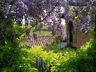 Casa Sonny: cottage in magico giardino a 3km dal centro storico di Asti