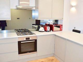Large, Bright & Modern Apartment (HA4)