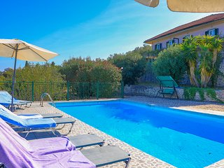 Antigoni Villa Tria: Lovely shared pool, stunning sea views