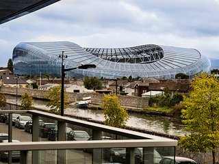 RIVER VIEWS-STYLISH 2BR APT IN THE HEART OF DUBLIN-4